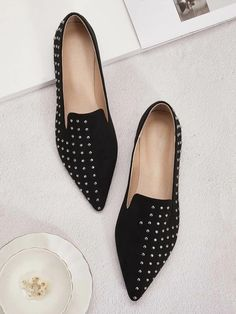 Studded Decor Point Toe Flat Loafers | SHEIN UK Mexican Outfit, Pointed Toe Flats, Color Negra, Womens Flats, Loafers Men, Loafer Flats, Fashion Shoes, Oxford Shoes, Pie