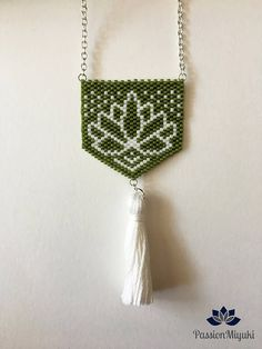 Model LOTUS necklace with Miyuki Delica 11/0 beads. 100% handmade, model invented and woven entirely by hand! Composition: -Beads: Khaki and white -Finishes: Silver Metal -Tassel: White embroidery thread Size: -Total length: 350 mm -Pattern: 40 x 40 mm -Pattern + tassel: 80 x 40 mm Price: € 20 Ability to customize this model, please contact me to give me your color choices, please note jewelry made entirely by hand, almost 5 hours of weaving to the necklace, delivery time will be lon...