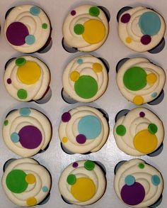 Good idea for mardi gras with just purple, yellow, green Cupcake Queen, Cupcake Art, Cupcake Frosting, Cupcake Cookies, Poka Dot Cake, Polka Dot Cupcakes, Fun Cupcakes, Bake Off Recipes, Dot Cakes