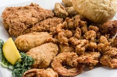 Fezzo's is one place you have to try when you're visiting the Acadiana area from out of town. They serve up tons of local favorites like fried seafood, oysters, boiled crawfish and so much more! #TasteLouisiana http://qoo.ly/er2w7