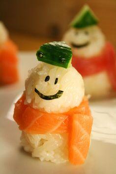 Easy-to-Make Cute Snowman Christmas Sushi (Sushi Rice Body, Salmon or Maguro Tuna Sashimi Scarf, Nori Face and Cucumber Hat) 雪だるま寿司 Crab Sushi, Sushi Love, Good Food, Yummy Food, Fun Food, Sushi Art, Sushi Sushi, Dessert Decoration, Bon Appetit