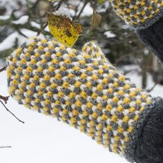OHJE: Unni-kintaat Fingerless Mittens, Knit Mittens, Knitting Socks, Mitten Gloves, Diy Crochet And Knitting, Knitting Kits, Knitting Patterns, Knitting Machine, Mittens Pattern