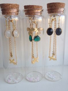 Super Easy Necklace Organizer Ideas - About jewelry organizer diy Jewellery Storage, Jewellery Display, Jewelry Organization, Jewelry Shop, Custom Jewelry, Jewelry Making, Fashion Jewelry, Jewelry Art, Gold Fashion