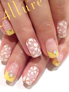 White & yellow nails