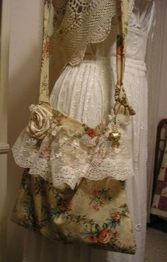 Slouchy Floral Bag, matching wallet, handmade fabric bag, lace ruffles, shabby…                                                                                                                                                                                 Más