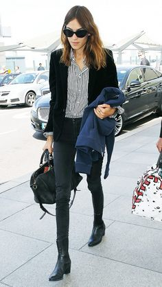 8 Things Models Always Wear to the Airport Alexa Chung is both chic and casual in this airport outfit. Latest Fashion For Women, Trendy Fashion, Fashion Looks, Fashion Outfits, Womens Fashion, Trendy Style, Petite Fashion, Casual Chic, Sandro