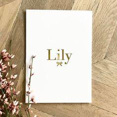 127 vind-ik-leuks, 9 reacties - ELLEetMOI (@elleetmoidesign) op Instagram: 'Sweet Lily, a touch of gold especially for you #geboortekaartje #birthannouncement #grafischontwerp…'