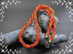 *_UNIKAT_*  Hier biete ich ein moderne Unikat-Kette in den Farben Rot und Orange an.  Die Kette ist aus Glasrocailles im gedrehten Herringbonestich gefertigt.   Länge 49cm Dicke...