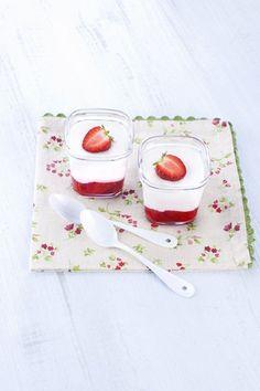 #paques, #yaourt à la fraise fait maison. Marielys Lorthios - Photographe professionnelle / photographe culinaire / styliste / Dijon - http://www.marielys-lorthios.com/