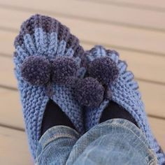 How to knit English knit slippers Knitting Blogs, Knitting Socks, Knitting Stitches, Knitting Patterns, Knitted Slippers, Slipper Socks, Crochet Shoes, Knit Crochet, Winter Hats