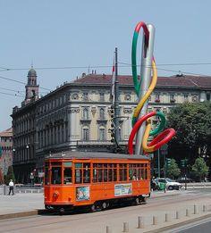 Milano – Piazza Cadorna con ago e spago  #TuscanyAgriturismoGiratola