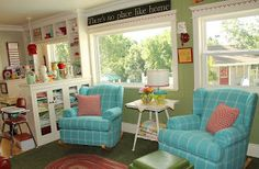 Colorful, vintage style living room