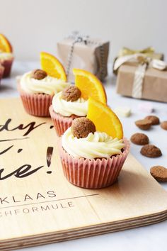 Sinterklaas cupcakes met pepernoten en sinaasappel | Bakrecept | Sinterklaasrecept | Sinterklaas Coral Cupcakes, Love Cupcakes, Nigella, Muffins, Cookies, Desserts, Recipes, Crack Crackers, Tailgate Desserts