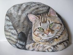 Sasso dipinto -gatto soriano-What an amazing piece of art!!