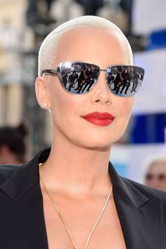 VMAs 2016 Amber Rose Outdoor Lighting Tips For Your Home The perfect lighting outside your house is Super Short Hair, Short Hair Cuts, Short Hair Styles, Cute Makeup, Gorgeous Makeup, Amber Rose Style, Shaved Head Women, Bald Hair, Bald Women