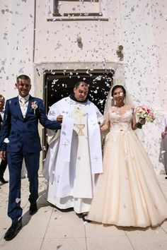 Nevesta vo svadobných šatách Constancia od Tina Valerdi Bridesmaid Dresses, Wedding Dresses, Fashion, Alon Livne Wedding Dresses, Fashion Styles, Weeding Dresses, Wedding Dress, Bridal Party Dresses, Moda