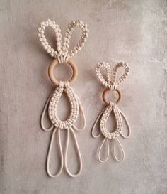 DIY Macrame Tutorial Using Horizontal Double Half Hitch Knots Macrame Design, Macrame Art, Macrame Projects, Macrame Headband, Macrame Tutorial, Macrame Patterns, Easter Crafts, Knots, Diy And Crafts
