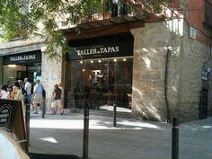 Taller de Tapas in Barcelona, Cataluña. Locals halen er de neus voor op, omdat er veel toeristen komen. Maar dit is echt een heel goed tapasrestaurant. Met meerdere locaties, waarvan die in El Born (sowieso een leuke, maar intussen wel erg toeristische wijk) de beste is. Kies er de wat minder voor de hand liggende gerechtjes, zoals lamsstoof en baby octopus met peterselie en knoflook. Maar ook de 'standards' zoals patatas bravas en salad russe zijn er geweldig. Drink er bij het toetje (creme…