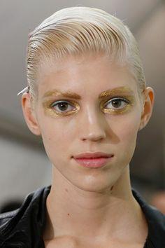 Na Dior o efeito molhado criado por Guido Palau é bem no lugar