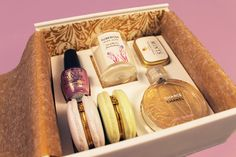 Marie Antoinette Welcome Kit (Student Project) on Packaging of the World - Creative Package Design Gallery Chance Chanel, Portfolio Presentation, Beauty Packaging, Packaging Ideas, Gift Hampers, Packaging Design Inspiration, Marie Antoinette, Creative Package, Package Design