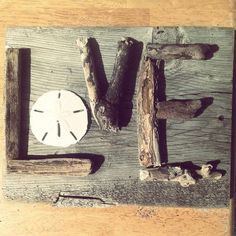 LOVE Driftwood Sign by TreasureJunkieTiff on Etsy - Tap the link to see the newly released collections for amazing beach bikinis Ocean Crafts, Seashell Crafts, Beach Crafts, Nature Crafts, Driftwood Signs, Driftwood Projects, Driftwood Art, Deco Nature, Diy Holz
