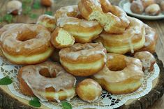 wesoła kuchnia: Oponki jogurtowe Top Recipes, Doughnuts, Sweet Treats, Good Food, Food And Drink, Ice Cream, Favorite Recipes, Lunch, Cookies