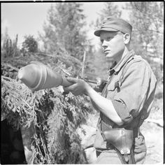 Finnish soldier with Panzerfaust 30 Man Of War, War Image, Korean War, Anglo Saxon, Troops, Soldiers, Panzer, Vietnam War, World War Ii