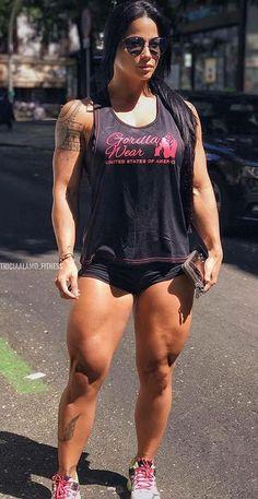 Fitnessmodel Patricia Alamo zeigt massive Quads