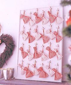 12 Advent Calendar Ideas for Craft this Christmas! Days Till Christmas, Felt Christmas, Christmas Crafts To Sell, Christmas Projects, Prima Magazine, Tree Centerpieces, Advent Calenders, Shabby Chic Christmas, Diy Wallpaper