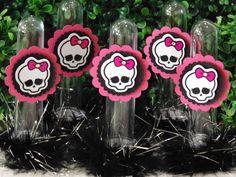Tubete 13 cm - Monster High   * impressão com qualidade fotográfica;  * aplique 5x5 com detalhe em strass;  * plumas com fios metalizados;  * confeccionamos somente os rótulos - R$ 0,80 cada   Pedido mínimo: 10 unidades