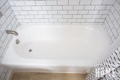How to Paint a Bathtub Tile Walk In Shower, Bathtub Shower Combo, Diy Bathtub, Clean Bathtub, Bathtub Cleaning, Tub Paint, Painting Bathroom Tiles, Painting Bathtub, Tub Tile