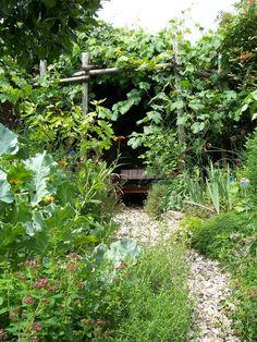 een bostuin aanleggen Farm Gardens, Outdoor Gardens, Vege Garden Design, Country Cottage Garden, Permaculture Design, Little Gardens, Forest Garden, Garden Structures, Dream Garden