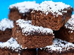 Chocolate squares with coconut chocolate topping. Swedish Cookies, Grandma Cookies, Chocolate Topping, Chocolate Squares, Coconut Chocolate, Candy Cookies, Swedish Recipes, Bread Cake, Coffee Recipes