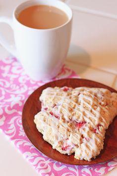 Sarah Bakes Gluten Free Treats: gluten free vegan strawberries n' cream scones