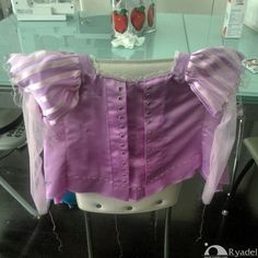 Looking for Rapunzel cosplay ideas? Check out this hand-made costume tutorial for the Disney Tangled's Princess dress! Tangled Dress, Tangled Cosplay, Tangled Costume, Rapunzel Dress, Elsa Dress, Tangled Rapunzel, Disney Cosplay, Disney Costumes, Disney Tangled