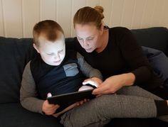 SKOLEGUTT: Oscar (6) stortrives og har blitt godt mottatt på skolen, men ifølge mamma Line var ikke alle foresatte like positive til å ha et barn med autisme på skolen. FOTO: Privat Selfie, Selfies