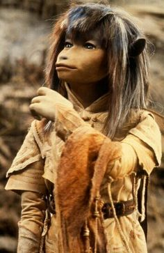 Three feet tall, with long, thick, dark hair. Wears clothing with urRu designs. Dark Crystal Movie, The Dark Crystal, Jim Henson, Fantasy Witch, Fantasy Art, Woodland Creatures, Fantasy Creatures, Elf, Human Poses Reference