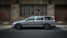 Photo of my car taken by my friend Dave (dscreativ) when we stopped past Bad boy Bubby's crib to see if he could lend us some sticky tape . Volvo V70r, Volvo Wagon, Volvo Cars, Station Wagon, Scandinavian Design, Cars And Motorcycles, Classic Cars, Automobile, Vehicles