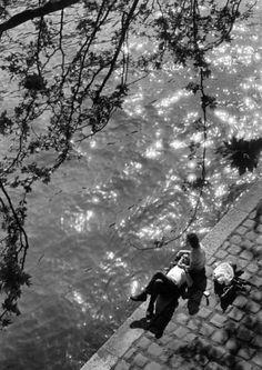 """""""Quiero ser en tu vida algo más que un instante, algo más que una sombra y algo más que un afán.  Quiero ser, en ti misma, una huella imborrable y un recuerdo constante y una sola verdad.""""    Fotografía: The Parisians, 1963  by Alfred Eisenstaedt."""