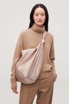 Detailed image of Cos large corduroy shoulder bag in brown Tan Shoulder Bag, Large Shoulder Bags, Cos Bags, Wardrobe Sale, Tan Bag, Accesorios Casual, Designer Shoulder Bags, Fabric Bags, Casual Bags