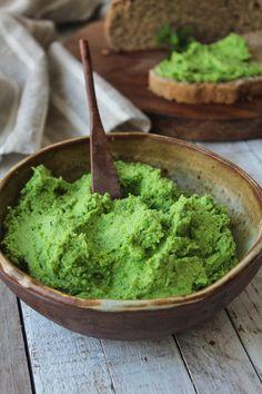 O colorido da receita de homus de ervilha já é um convite para testar a variação deste clássico, em uma versão vegana feita com tofu.