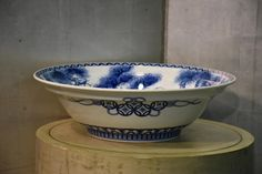 Large Japanese Nabeshima Bowl – Edo Arts