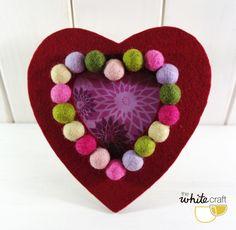 Marco de fotos corazón de cartón fieltro y bolas por TheWhiteCraft