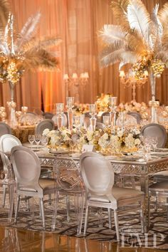 Tablescape Centerpiece White Feathers  I want these centerpieces & mirror balls