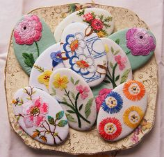 Oval brooches by too crafty, via Flickr