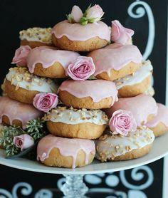 Buffet Dessert, Dessert Tables, Beaux Desserts, Donut Party, Tea Party, Wedding Desserts, High Tea, Afternoon Tea, Sweet Tooth