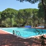 Peace and quiet campsite on the Costa Brava, barely 850m from the beach of Cala Montgo in l'Escala. Big pitches for tents, caravans and camping-cars, although for the comfy ones there are De Waard tents fully equipped for rent.