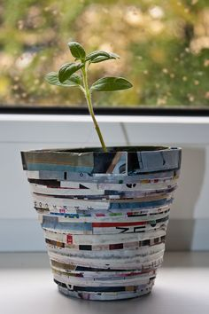 Recycling IKEA catalogues - flower pot