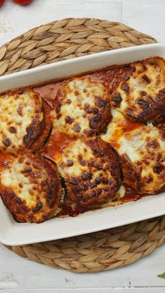 Eggplant Parmesan Bake This ridiculously cheesy baked eggplant is vegetarian comfort food at its yummiest. Veggie Recipes, Baking Recipes, Vegetarian Recipes, Vegetarian Comfort Food, Eggplant Recipes, Vegetable Dishes, Casserole Dishes, Italian Recipes, Italian Cooking
