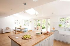 Want to create the perfect family kitchen? Kitchen island in family open plan kitchen Kitchen Dining Living, Kitchen Family Rooms, New Kitchen, Kitchen Decor, Kitchen Paint, Kitchen Island, Dining Room, Open Plan Kitchen Dining, Kitchen Worktop